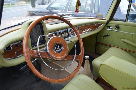 Mercedes w110 (3)