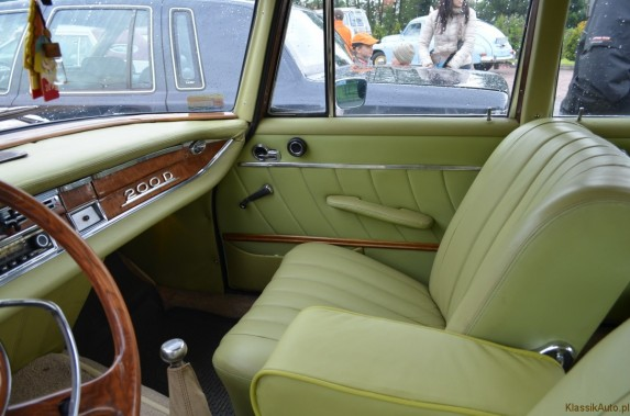 Mercedes w110 (8)