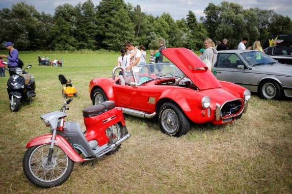 Piknik z motoryzacją w Wirach (14)