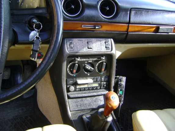 3 04. Mercedes-Benz W 123 240D KTT 5E