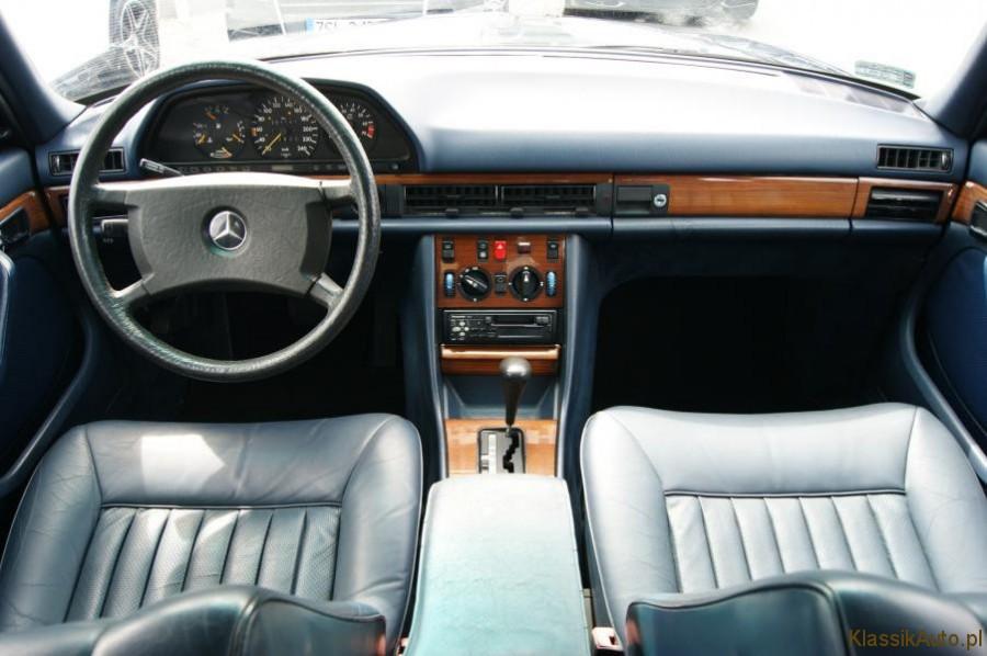 10_Mercedes-S-klasa-W126-260-SE-zabytkowy-1986r-kolekcjonerski-full-opcja_900x700
