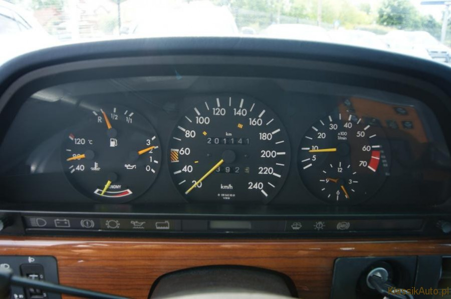 11_Mercedes-S-klasa-W126-260-SE-zabytkowy-1986r-kolekcjonerski-full-opcja_900x700