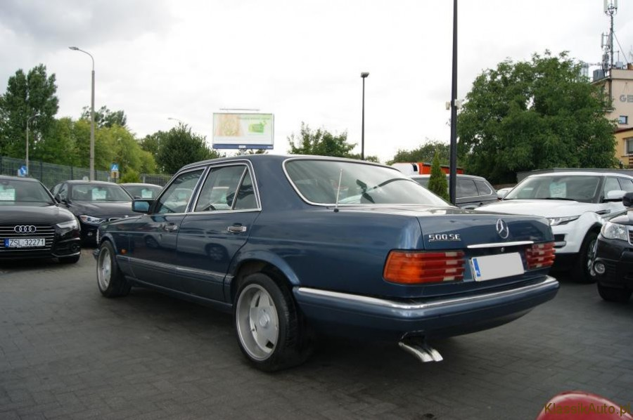 4_Mercedes-S-klasa-W126-500-SE-zabytkowy-klasyk-1989r-kolekcjonerski-pelna-opcja_900x700