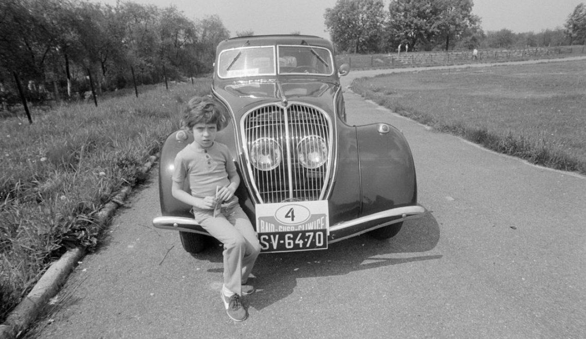 Retro auta w obiektywie Zofii Rydet