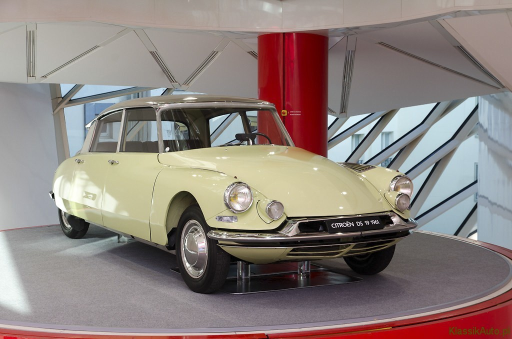 CL 13.132.049_Citroen_DS19_1955