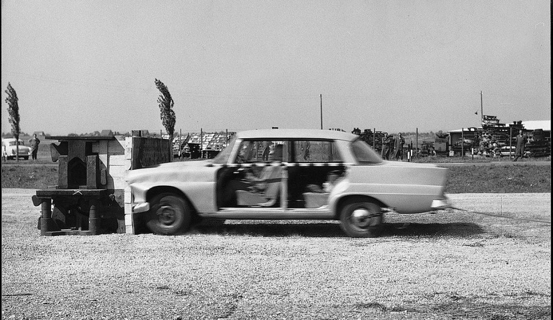 60 lat testów zderzeniowych Mercedes-Benz