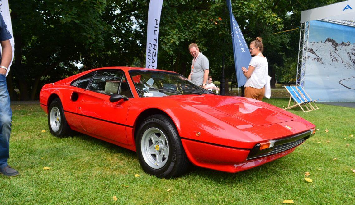Włoska maszyna z karoserią w kształcie klina: Ferrari 308 GTB