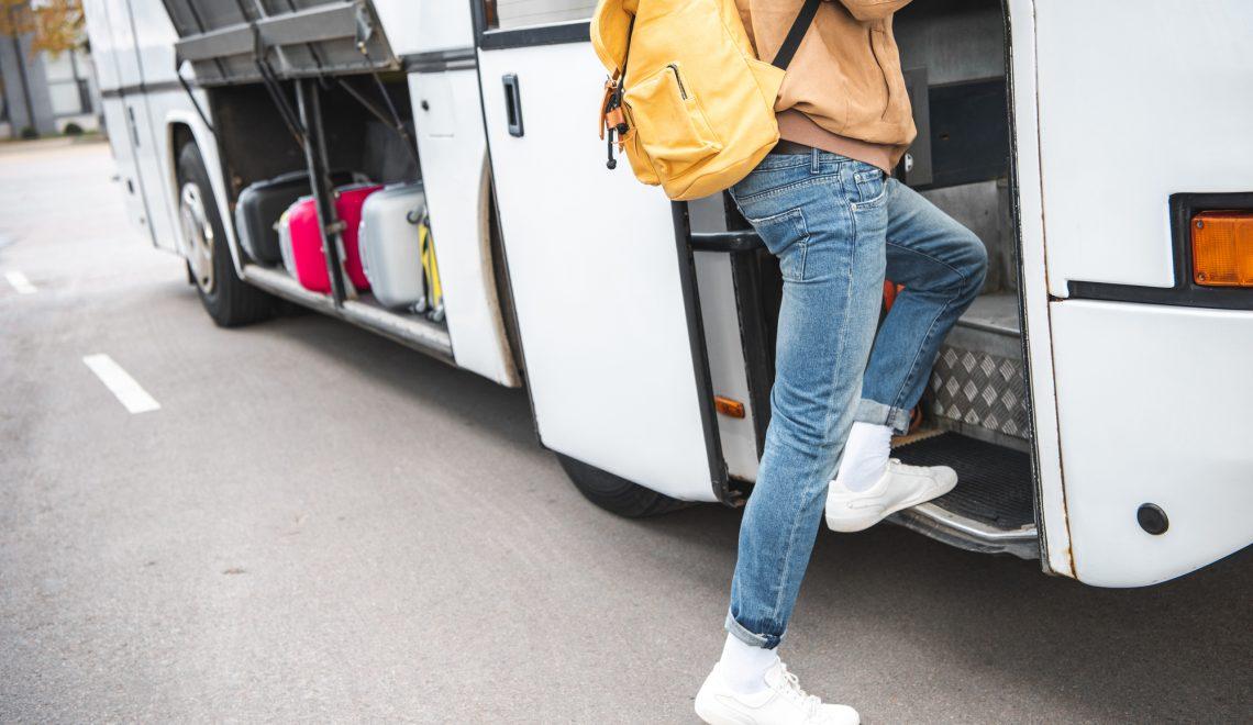 W jakich sytuacjach warto wynająć busa?