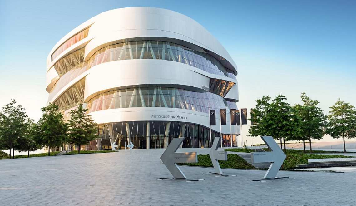 Cyfrowe zwiedzanie Muzeum Mercedes-Benz oraz interaktywna oferta Mercedes-Benz Classic