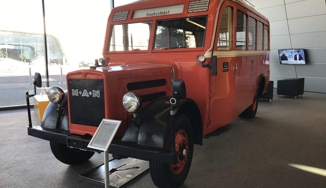 Pierwszy samochód pocztowy w czerwieni: MAN Omnibus Z1