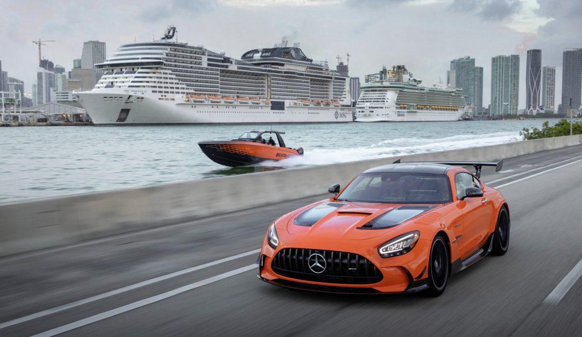 Ekskluzywna, 13. edycja specjalna łodzi Mercedes-AMG i Cigarette Racing świętuje światowy debiut